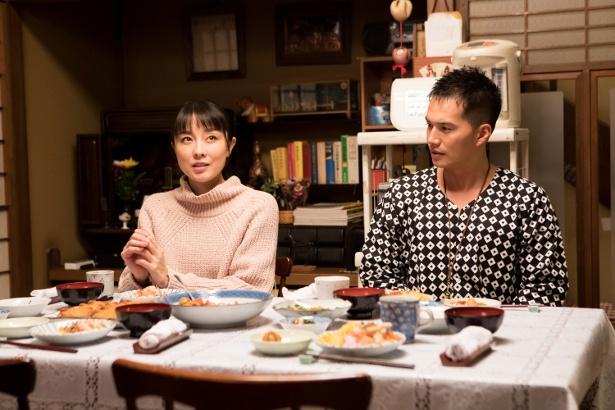 亮(市原隼人)と茜(伊藤歩)の恋のゆくえは…?