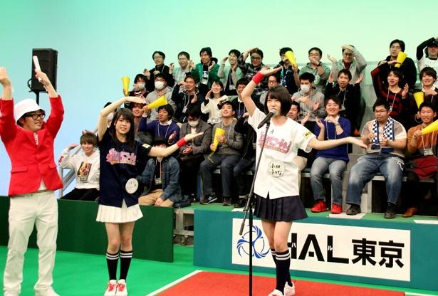 小田の歌唱で出演者と観客が一体に
