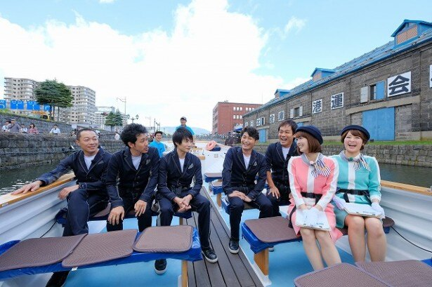 小樽運河を進む船上から番組スタート