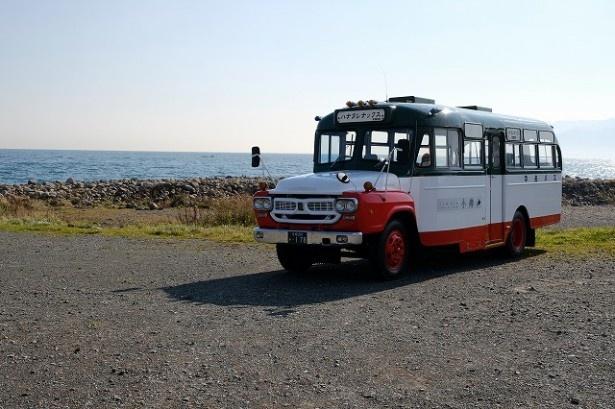 昭和生まれのレトロなボンネットバス