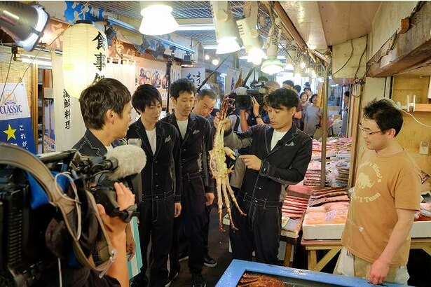 北海道美食めぐりの旅 in 小樽 三角市場にて