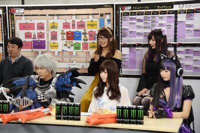 今回より新たに導入される「コスプレ撮影推奨エリア」について説明するウサコさん(前列左)