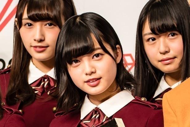 【写真を見る】6作連続でセンターを務めることになった欅坂46の平手友梨奈(中央)