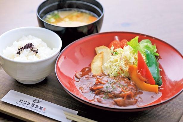 「たじま屋洋風あら挽きハンバーグ定食」(980円)