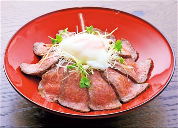 【画像を見る】約80gのローストビーフがのった「但馬牛ローストビーフ丼」(2,000円)