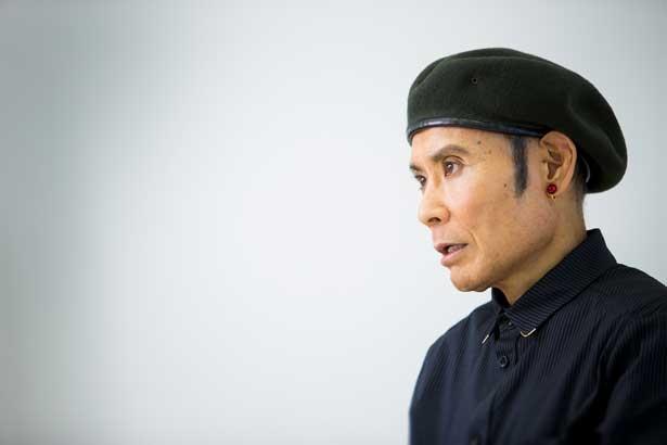 鶴太郎のお笑いの原点は、小さいころによく見た演芸だと話す