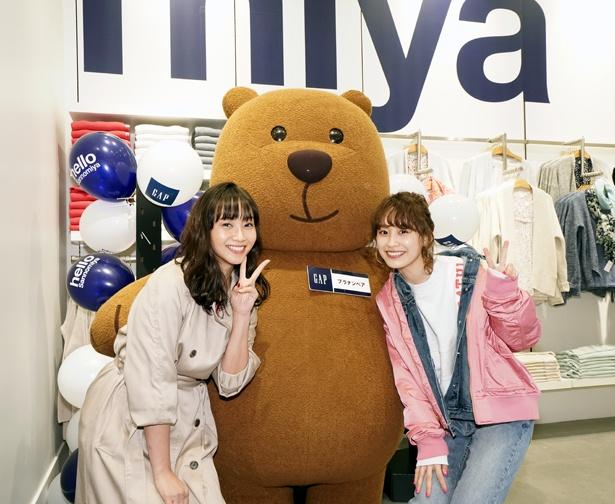 【写真を見る】高橋愛と藤本美貴がブラナンベアと記念撮影