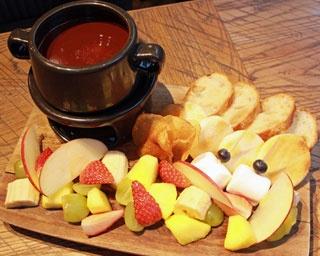 成城石井こだわりのフルーツ&スナックを、濃厚チョコレートソースにつけて召し上がれ