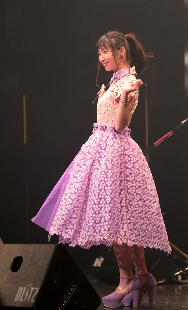 後半は淡いピンクとパープルのドレスに着替えた