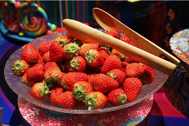 2月に登場する静岡県産いちごブランド「紅ほっぺ」。甘さと酸味のバランスが特徴の新鮮いちごをお皿いっぱい乗せる人がたくさん