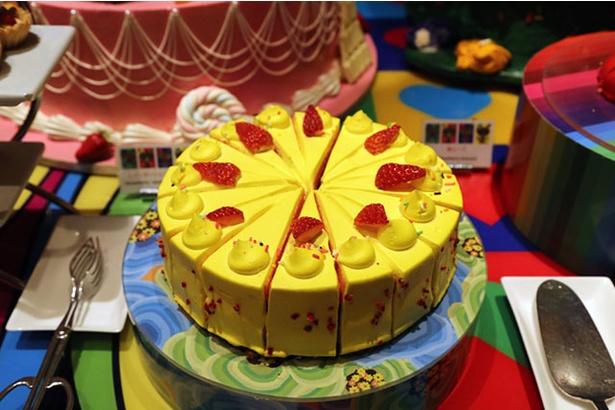 ポップな色合いの「苺のレインボーショートケーキ」