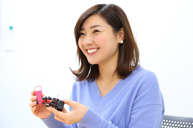 市川さんのお宝グッズ・阪神園芸グッズ「阪神園芸さん、大好きなんです!ライン引きの修正テープは色違いがあるので、全色揃えたいです。」