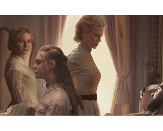 """チビっ子から思春期ガール、若手教師に園長まで、フリフリなドレスをまとった美しい""""淑女""""たち。秩序と欲望の狭間のせめぎ合いが、めくるめく愛憎劇に発展!"""