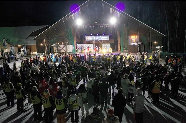 """【写真を見る】1月の平均気温・平均最低気温が全国(富士山を除く)で最も低い""""日本一寒い町""""である陸別町に、例年約8000人が集まる巨大イベント"""