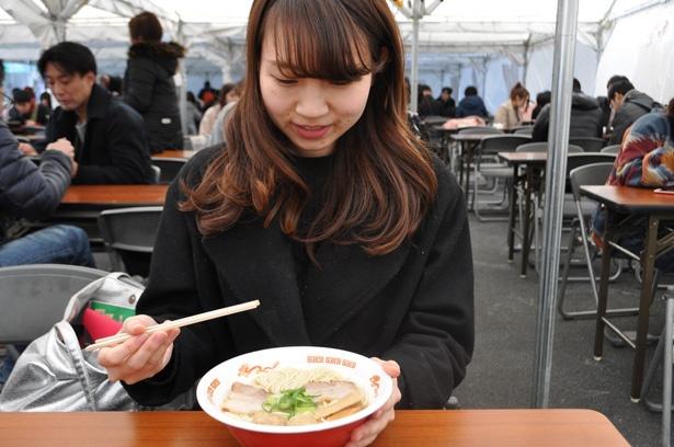 上品な味わいの「秋田比内地鶏・薩摩地鶏・名古屋コーチンの饗宴 日本三大地鶏極上塩ラーメン」は女性にオススメ!