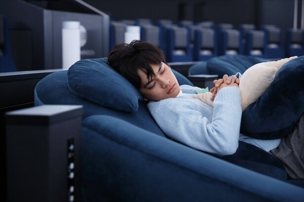 上映後。ぐっすりです。が、館内の方いわく「眠るのも一つの楽しみ方なので、寝るのはいいんですよ」と。