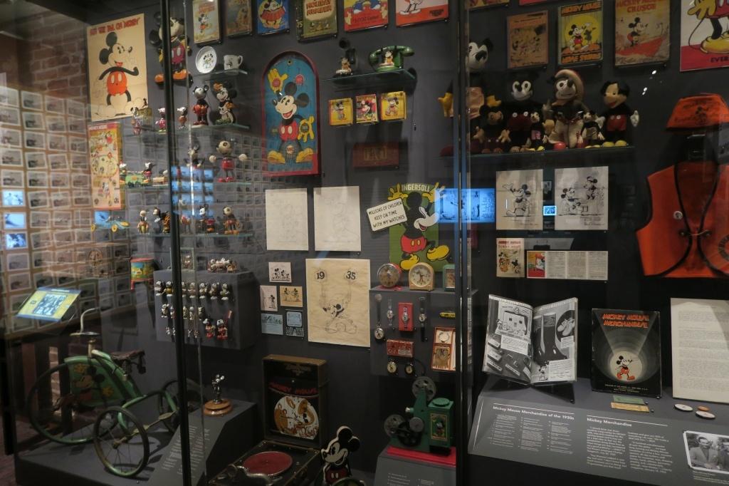 ディズニーを代表するキャラクター、ミッキーマウスのレアな人形など関連アイテムも充実!