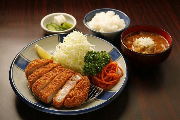 人気メニューの「特選ロース定食」¥1,950