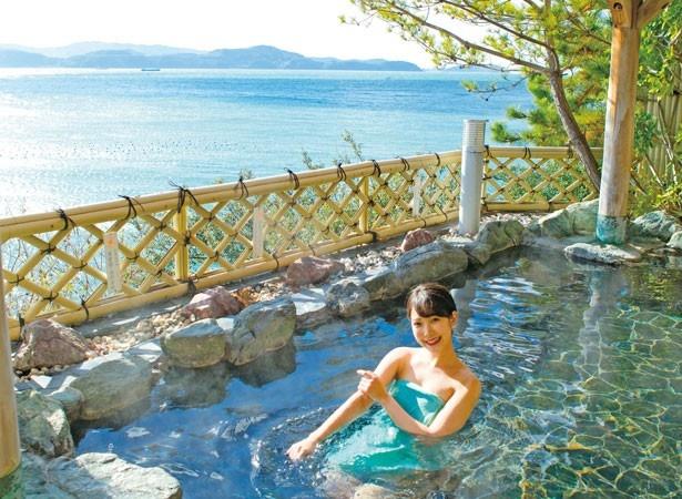 海に面した露天風呂「萬葉の湯」/和歌の浦温泉 萬波 MANPA RESORT