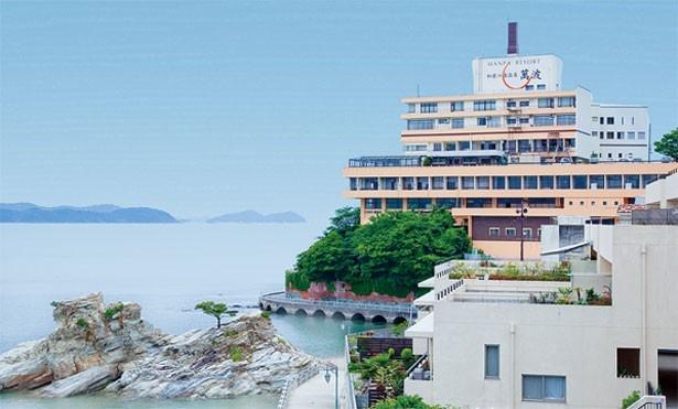 和歌の浦の岬の突端に立つ/和歌の浦温泉 萬波 MANPA RESORT
