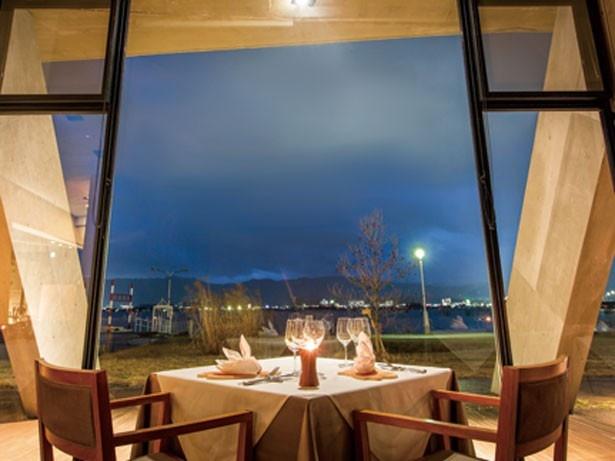 琵琶湖や湖畔の夜景が見える/セトレマリーナびわ湖