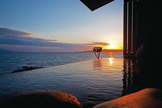 【写真を見る】「天海の湯」の絶景露天風呂/絶景露天風呂の宿 銀波荘