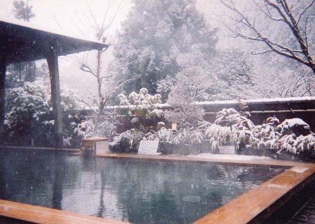 露天風呂は、雪景色に包まれることも/くらま温泉