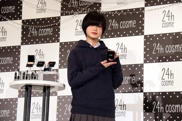 「24h cosme」ブランドリニューアル&新CM発表会に欅坂46・平手友梨奈が登場