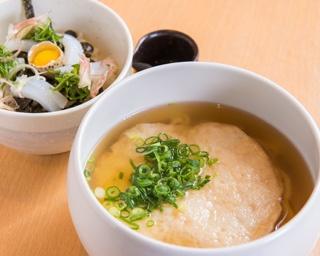 「いか丼セット」(980円)など、小丼と好きな丸天うどんを選べるセットメニューは9種類
