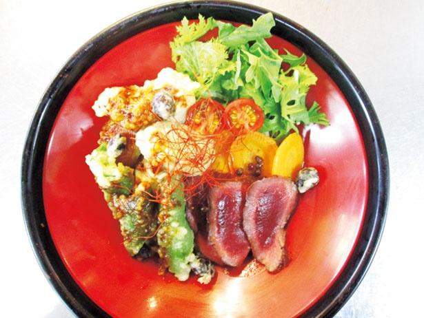 「ジビエ黒どんぶり」(1000円)/丹波里山レストラン Bonchi