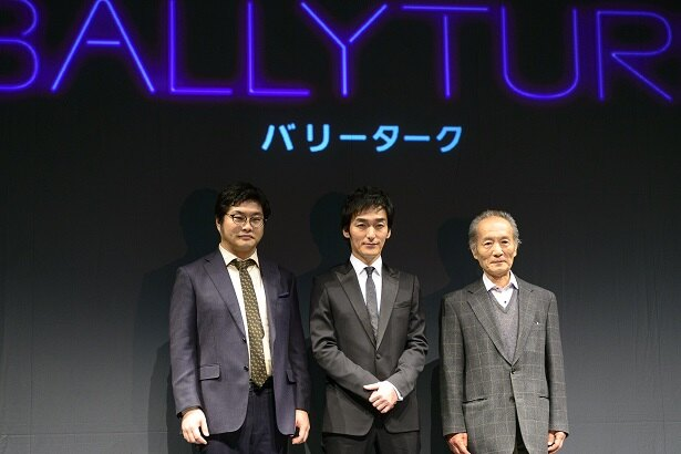 """""""もう1人の男""""役の松尾論(左)は、飄々としたユーモアを纏い、作品にひとひねりを加える個性派俳優"""