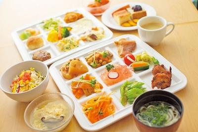 手間ひまかけたヘルシー料理が食べられる、「ランチバイキング」(1250円)/泉州やさいのビュッフェ&カフェ
