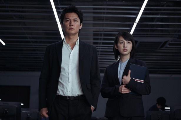 桜庭は敏腕刑事の矢村(福山雅治)のアシスタントという役どころ