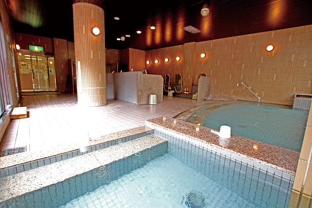 内湯のほか、露天風呂もあり/道の駅 針テラス