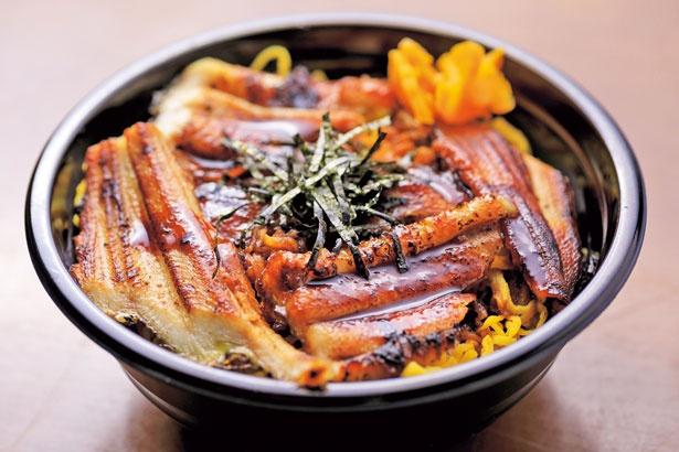 【写真を見る】定番人気の「焼穴子丼」(850円)/海千館