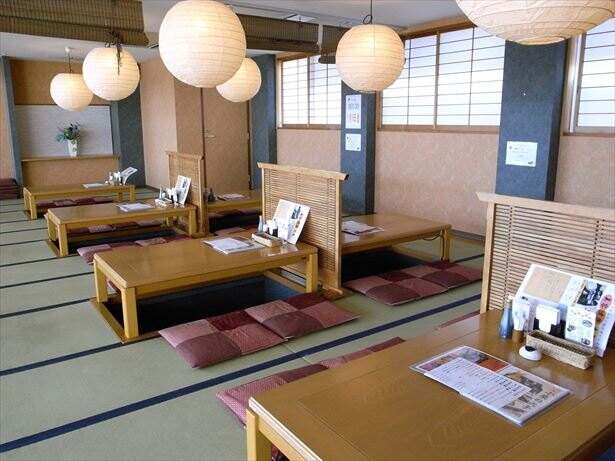 海鮮レストラン「あおみ」で、名物のアナゴ料理に舌鼓(シーサイド・スパ八景島)