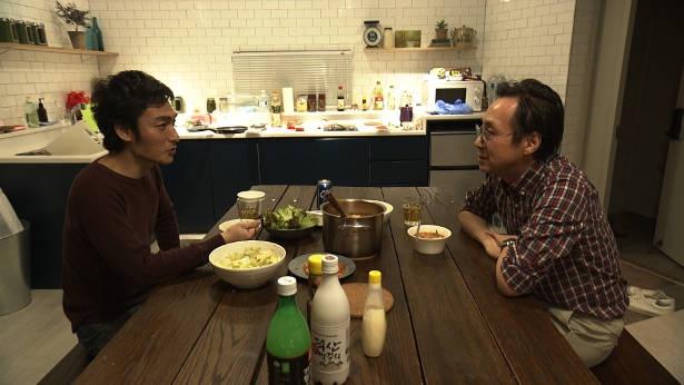 2人で囲む夕食の様子