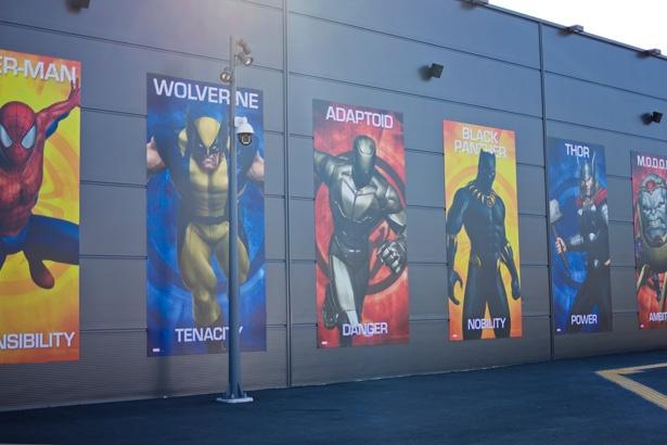 コミックの世界が下地となっているため、MCU作品には登場しない「X-MEN」シリーズのウルヴァリンの姿も!