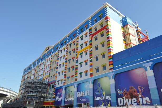 「レゴランド・ジャパン」の隣で建設中の「レゴランド・ジャパン・ホテル」と「シーライフ名古屋」