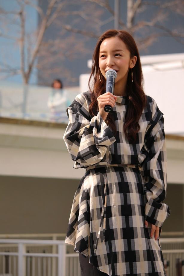 板野友美がアーバンドック ららぽーと豊洲にてリリースイベントを行った