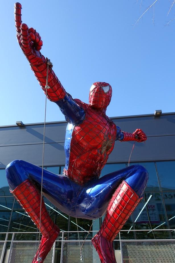 韓国でも大人気のスパイダーマンの像も