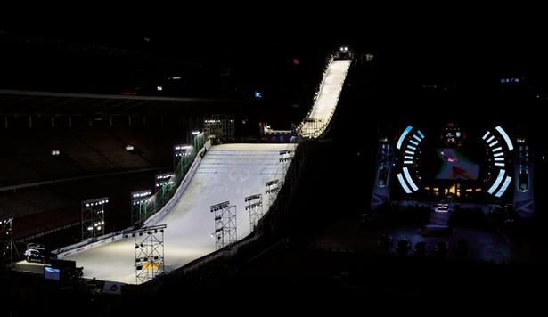 高さ33m斜度40度!スノーボード「ビッグエア」のジャンプ台