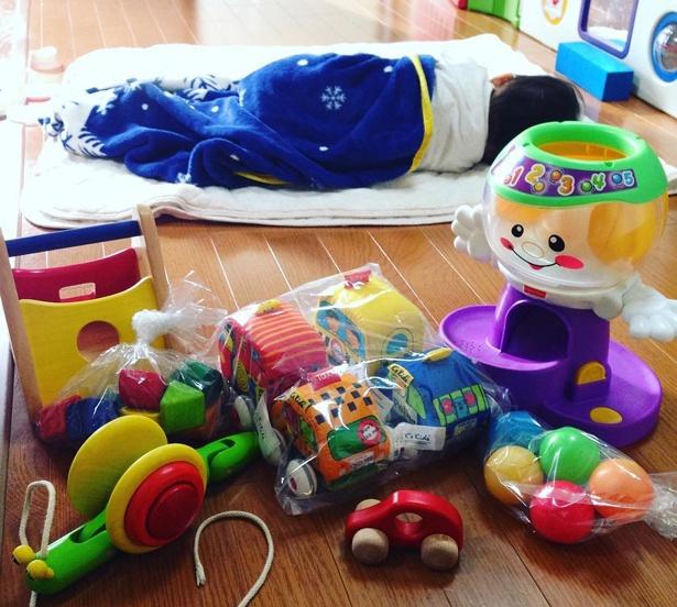 子どもの月齢に合ったおもちゃを届けてくれる「トイサブ!」