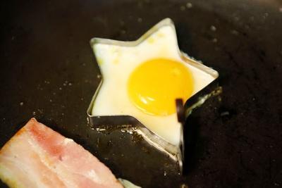 高槻卵はフライドエッグで。店名通りの星型がかわいい!