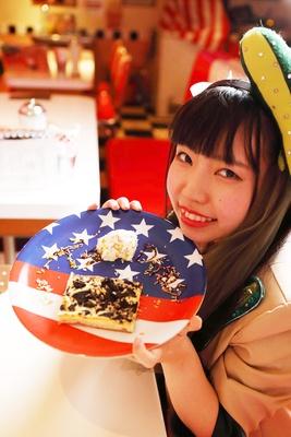 「オレオのケーキは生クリームと一緒に食べるとまた味が変わります!」