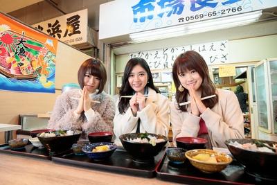 「豊浜魚ひろば」の市場食堂で、海鮮丼をいただきまーす♪