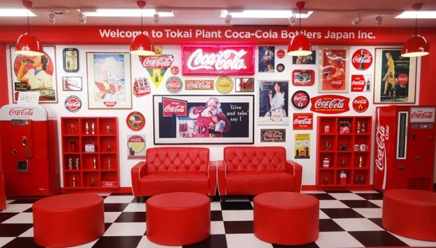 「ポップカルチャーフォトコーナー」や、炭酸飲料の泡の中に入っているような体験ができるモニター「バブルブース」などエンタメ要素も満載/コカ・コーラ ボトラーズジャパン東海工場