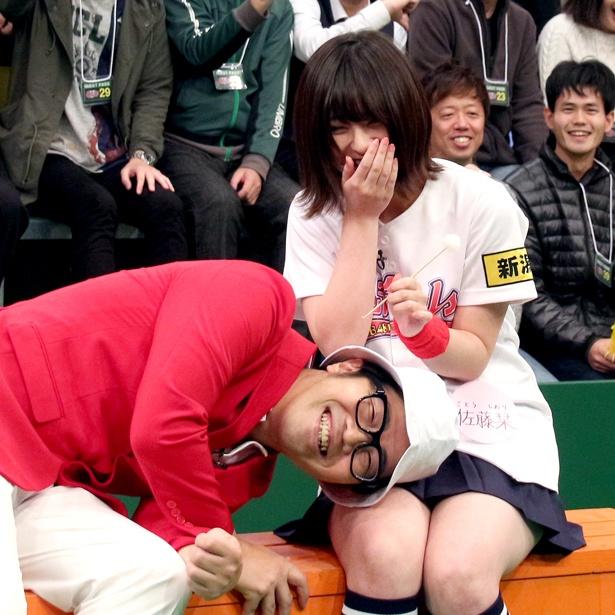 """【写真を見る】佐藤は「拓さんとの""""萌え系""""の絡みで、最近は""""そういう関係""""なんじゃないかな?って錯覚してきた(笑)」と語った"""