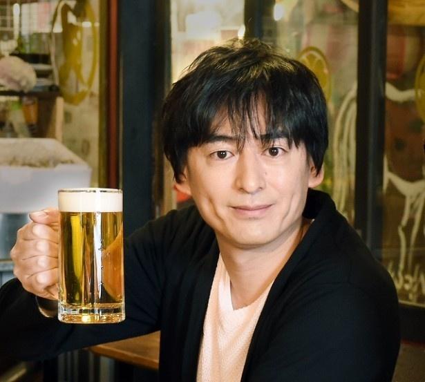 「二軒目どうする?~ツマミのハナシ~」に真飛聖が登場。TOKIOの松岡昌宏、博多大吉とぶらり飲みし、宝塚時代の恋愛事情を告白した