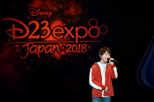D23で『リメンバー・ミー』の日本語版声優の石橋陽彩が主題歌を熱唱!